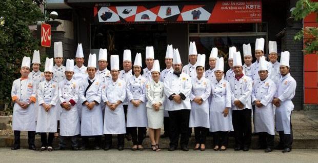 đội ngũ đầu bếp tại Hội Đầu Bếp Á Âu
